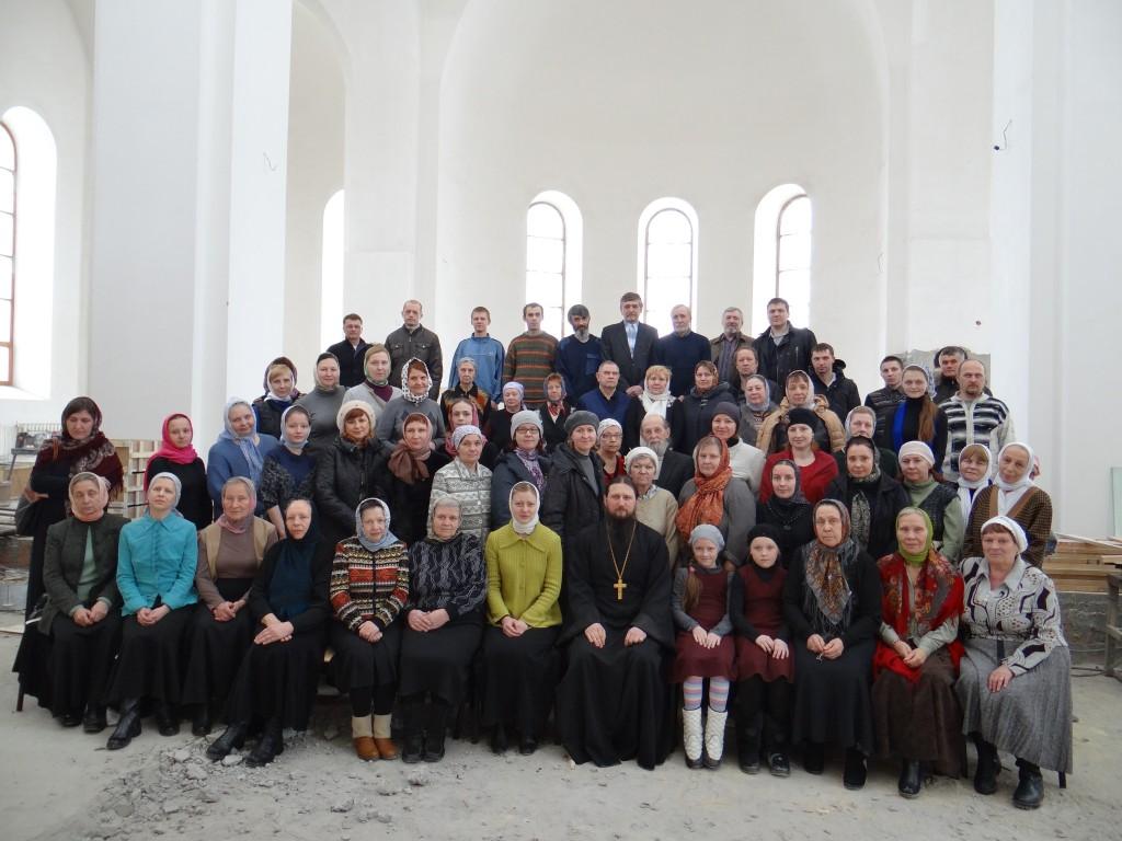 иг. Павел с учащимися воск.школы для взрослых (март 2013)